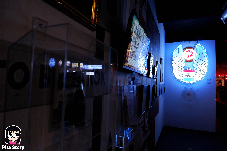 พิพิธภัณฑ์พัฒน์พงศ์ Patpong museum พัฒน์พงศ์มิวเซียม sex worker ซ่อง ประวัติศาสตร์ โคมเขียว พัฒน์พงศ์มิวเซียม pira story pirastory เที่ยวเนิร์ดๆ บาร์ลับ คาเฟ่ลับ สีลม ศาลาแดง CIA ซีไอเอ สายสืบ สายลับ สงครามเย็น cold war สงครามโลกครั้งที่ 2 world war 2 Air America แอร์อเมริกา สายการบิน