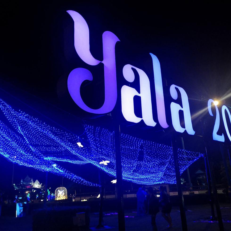 วงเวียนหอนาฬิกา เทศบาลนครยะลา yala 2021 ยะลา เที่ยวยะลา จังหวัดยะลา สามจังหวัดชายแดน ชายแดนใต้ ใต้สุดสยาม ไฟประดับ ปีใหม่ ถ่ายรูปไฟ ถ่ายรูปปีใหม่ ถ่ายรูปไฟคริสมาสต์