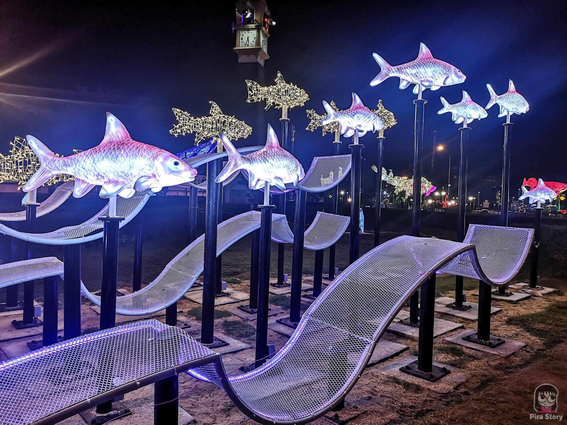 ปลาพลวงชมพู ปลาประจำจังหวัด สัตว์ประจำจังหวัด วงเวียนหอนาฬิกา เทศบาลนครยะลา yala 2021 ยะลา เที่ยวยะลา จังหวัดยะลา สามจังหวัดชายแดน ชายแดนใต้ ใต้สุดสยาม ไฟประดับ ปีใหม่ ถ่ายรูปไฟ ถ่ายรูปปีใหม่ ถ่ายรูปไฟคริสมาสต์